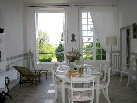 Organic dinner bed and breakfast loire valley chateaux